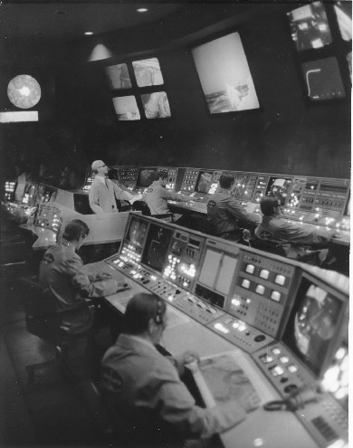 Flight to the Moon Mission Control