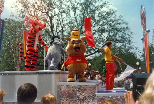 Pooh Mickey's Street Party