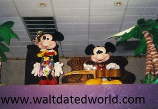 Mickey and Minnie Polynesian figures